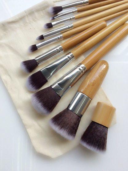 (Pro bamboo) Set med 10 st. populära bambu sminkborstar